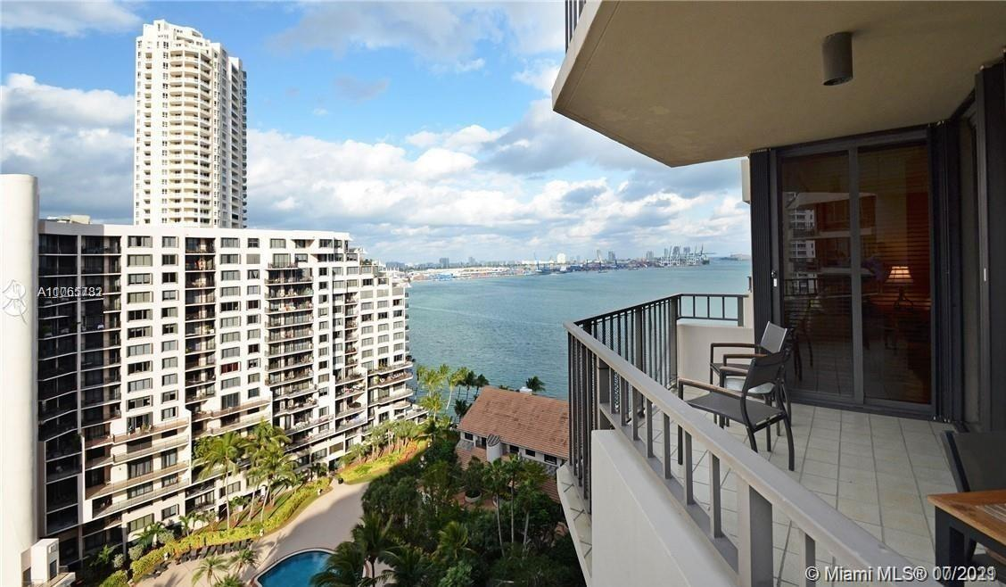 beautiful 2 BR/2 Bath spacious unit. Updated Bathrooms, walk-in closet in the master bedroom. balcon
