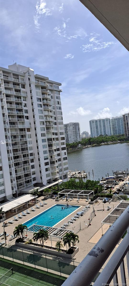 Gorgeous 2/2 apartment in excellent location in Aventura, completely renovated with water, tennis co