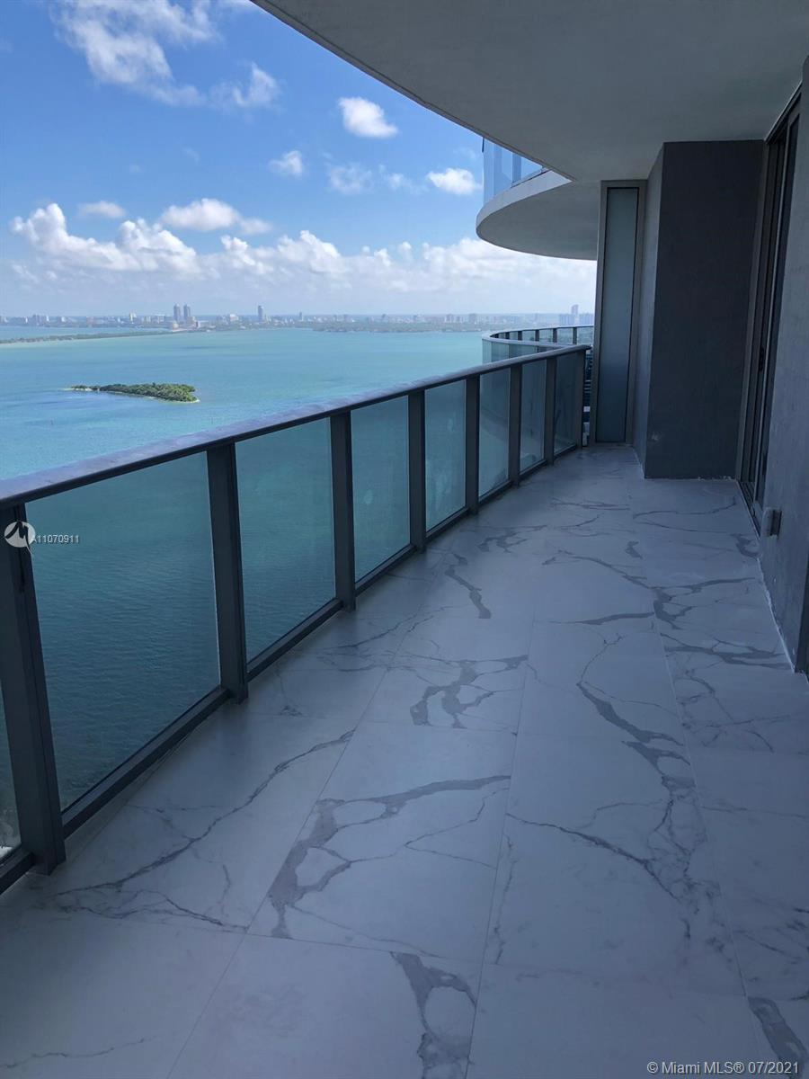 Come live in the heart of the city.  Minutes away from the beach through the Venetian Causeway and a