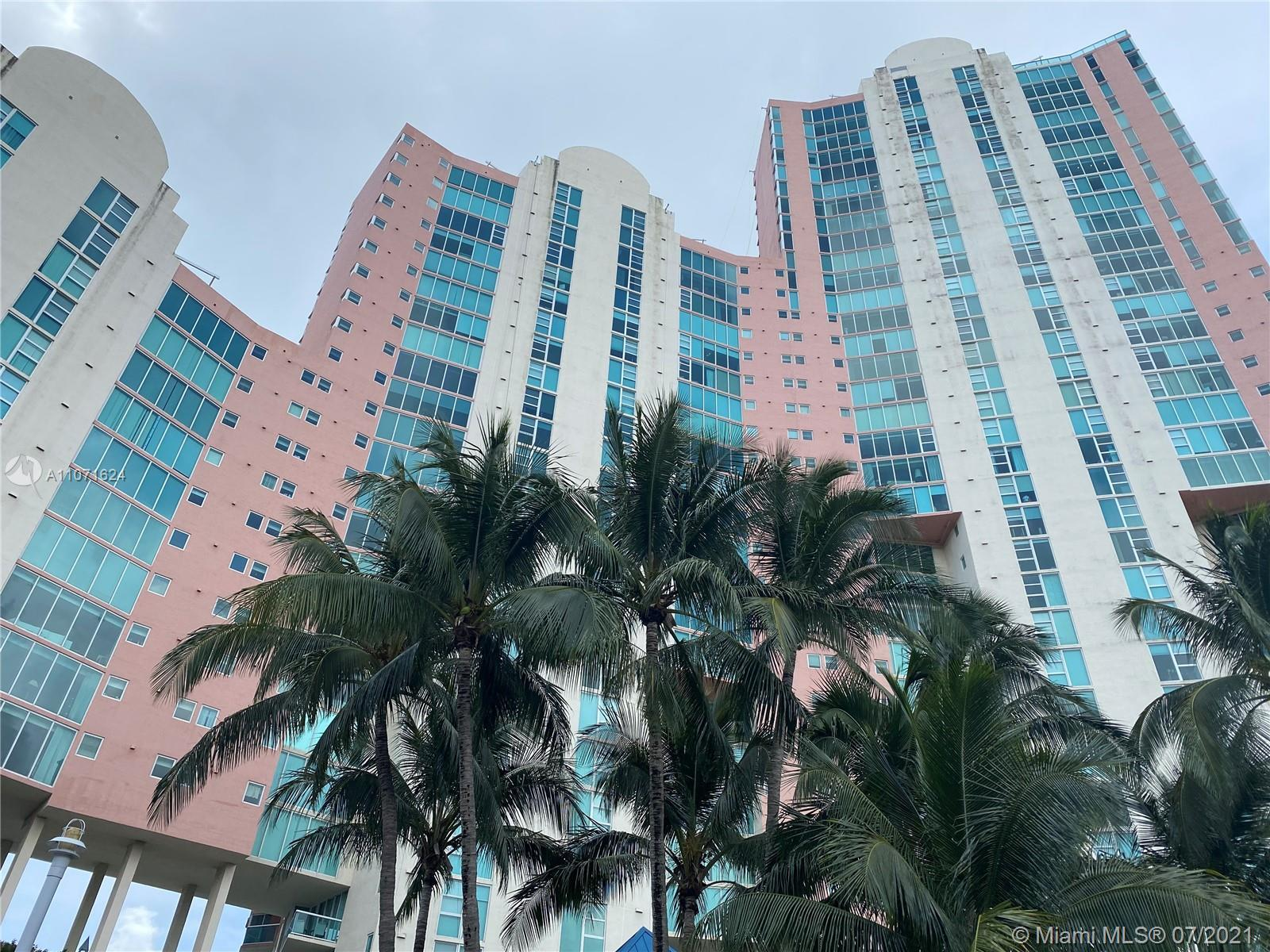 Hidden Bay Condominium is located in the north of Miami-DADE County, in the heart of the city of Ave
