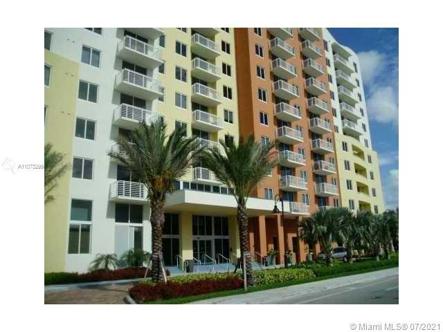 GORGEOUS 1 BED/1 BATH PENTHOUSE AT THE VENTURE EAST IN THE HEART OF AVENTURA. PORCELAIN FLOORS THROU