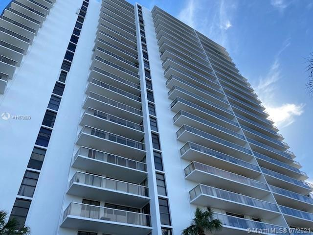 Beautiful 2/2 apartment with unobstructed water views . New flooring and kitchen opened to living ro