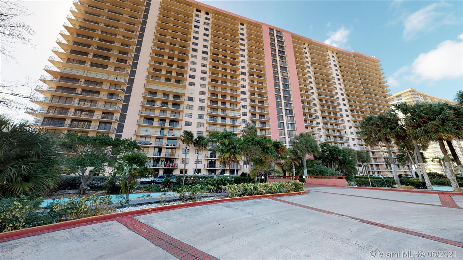 Winston Towers is located in the heart of Sunny Isles Beach. Across the street from the beach and se