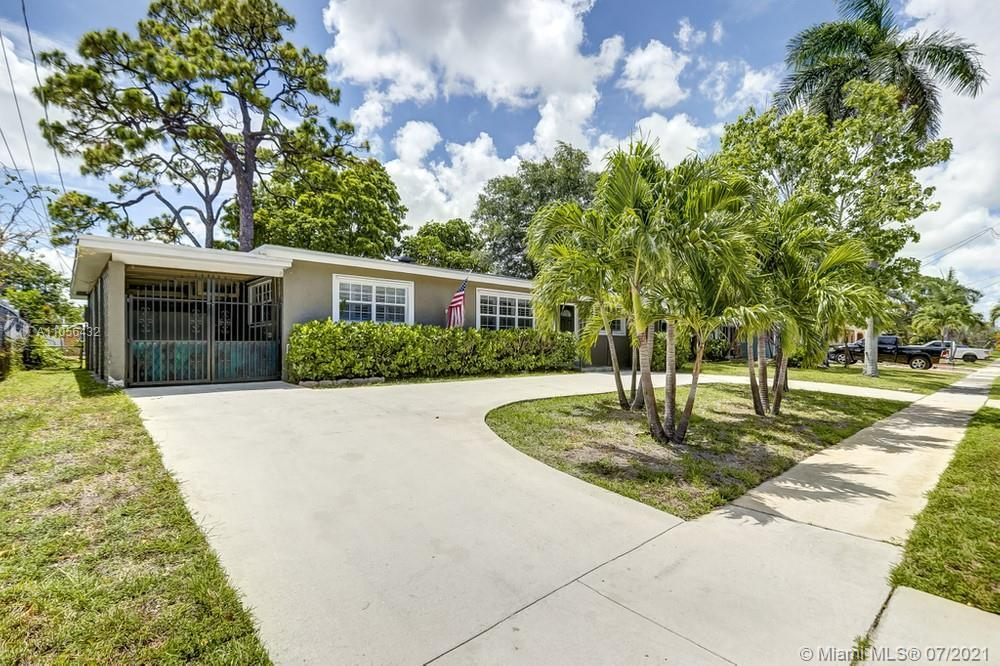 Charming 3 bedroom, 2 bathroom home in the heart of Fort Lauderdale with no HOA fees! This perfect s