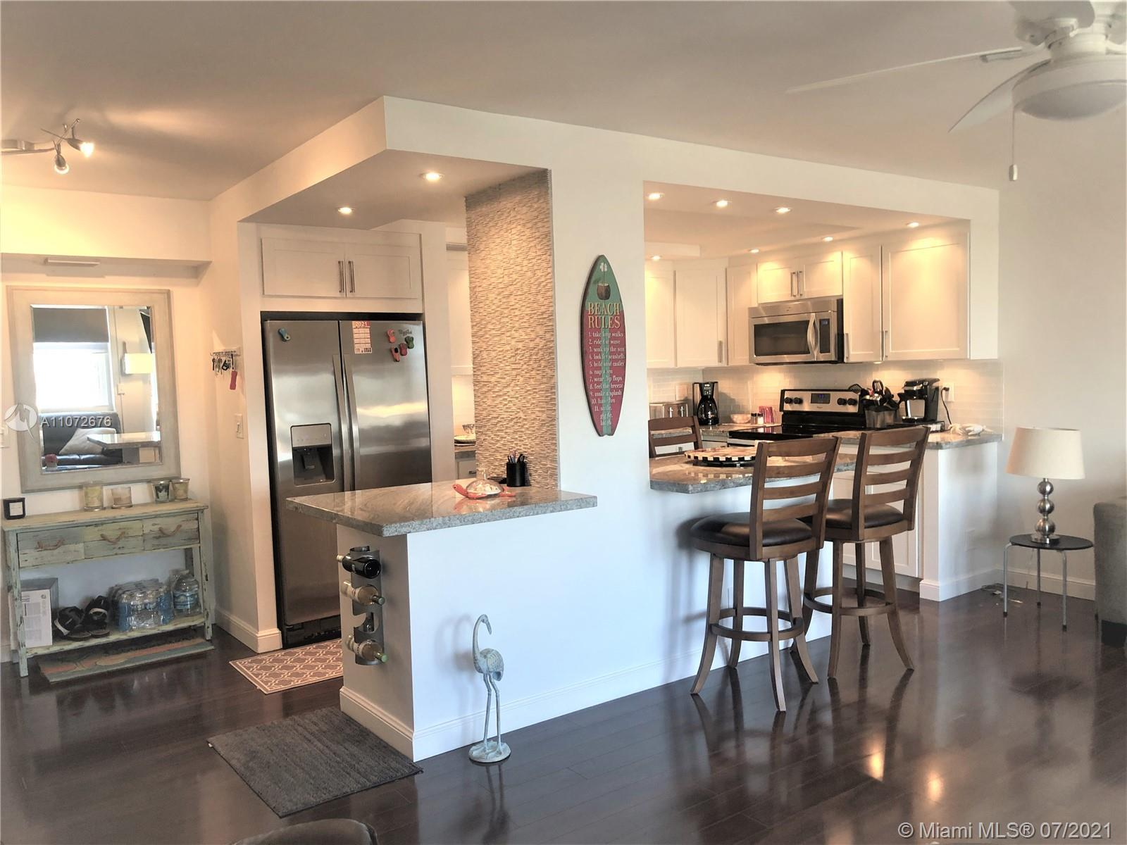 Awesome remodeled 1 bedroom 1 bath unit in desirable East Fort Lauderdale location, only minutes to