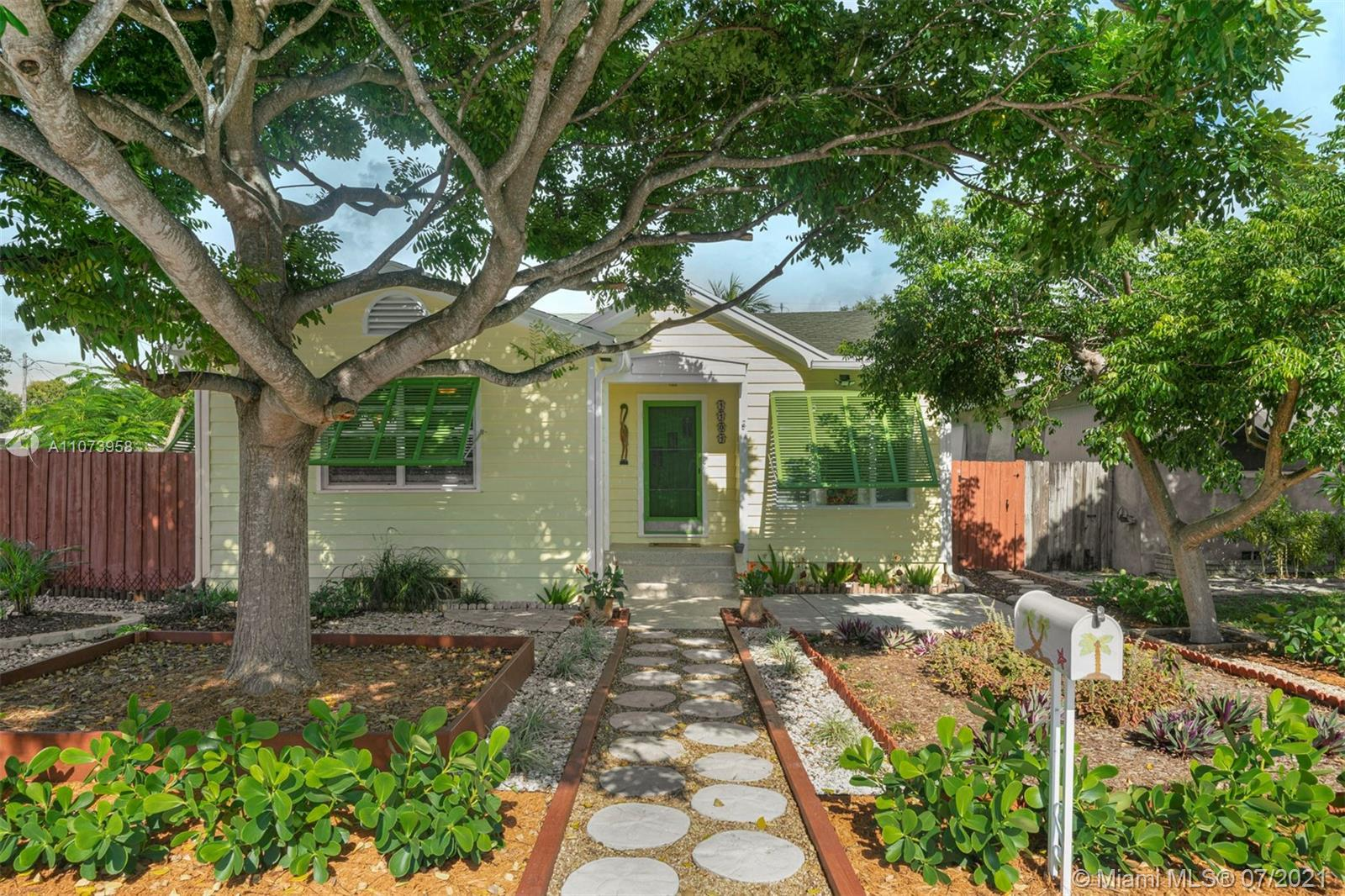 Superb 3BD/2BA plus Florida room home in Lake Worth! At first glance, you will notice its welcoming