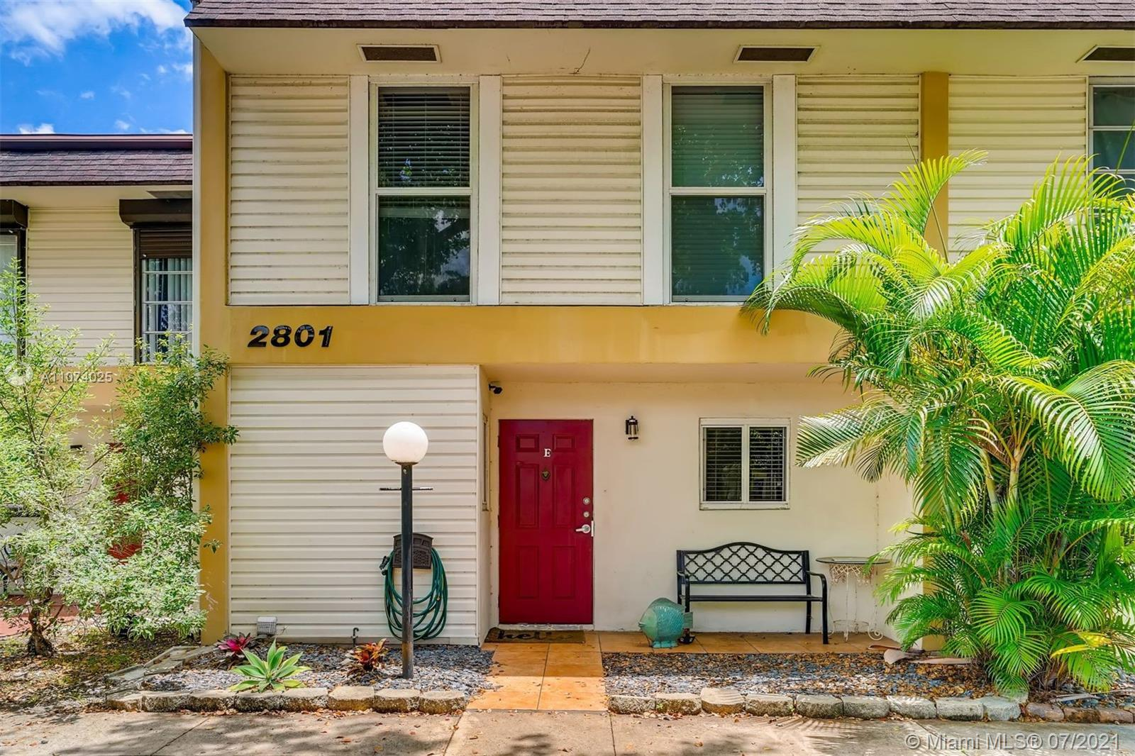 3 bd / 2.5 ba condo with renovated kitchen and baths. The kitchen has black granite countertops, sta