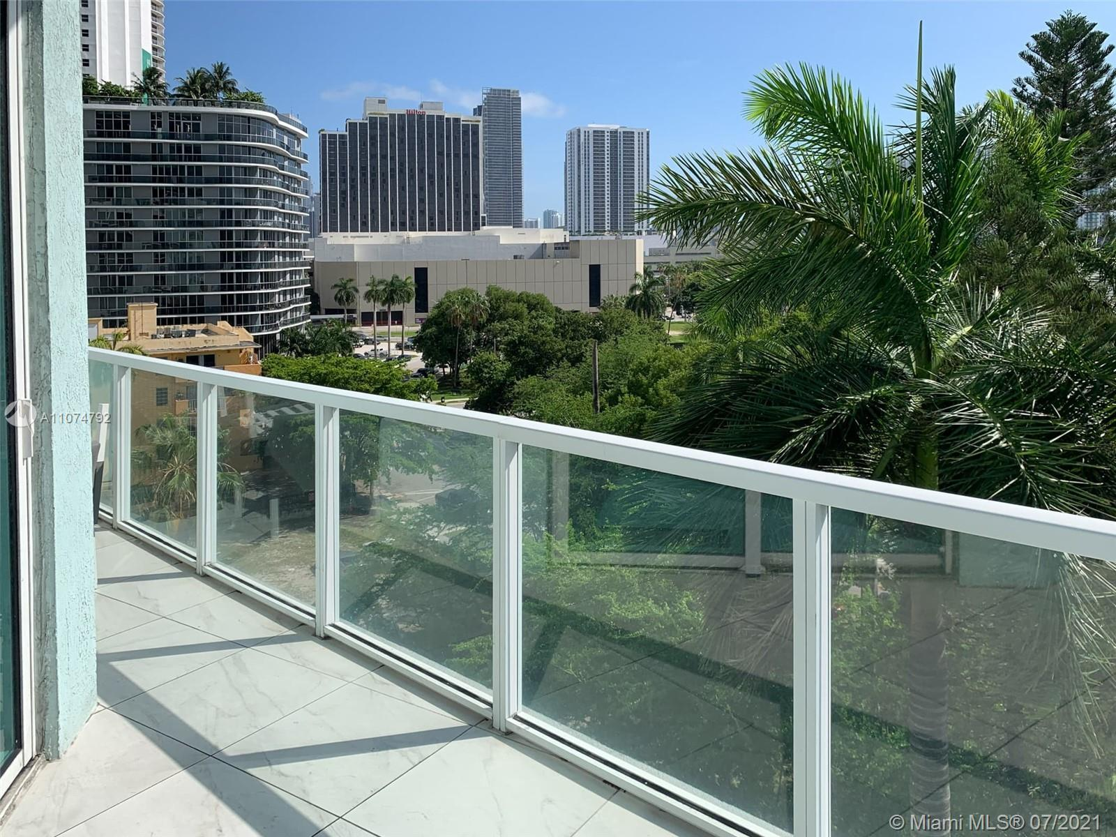 Experience Miami's downtown living at Quantum on the Bay. 2 beds/ 2 1/2 baths in a great floor plan