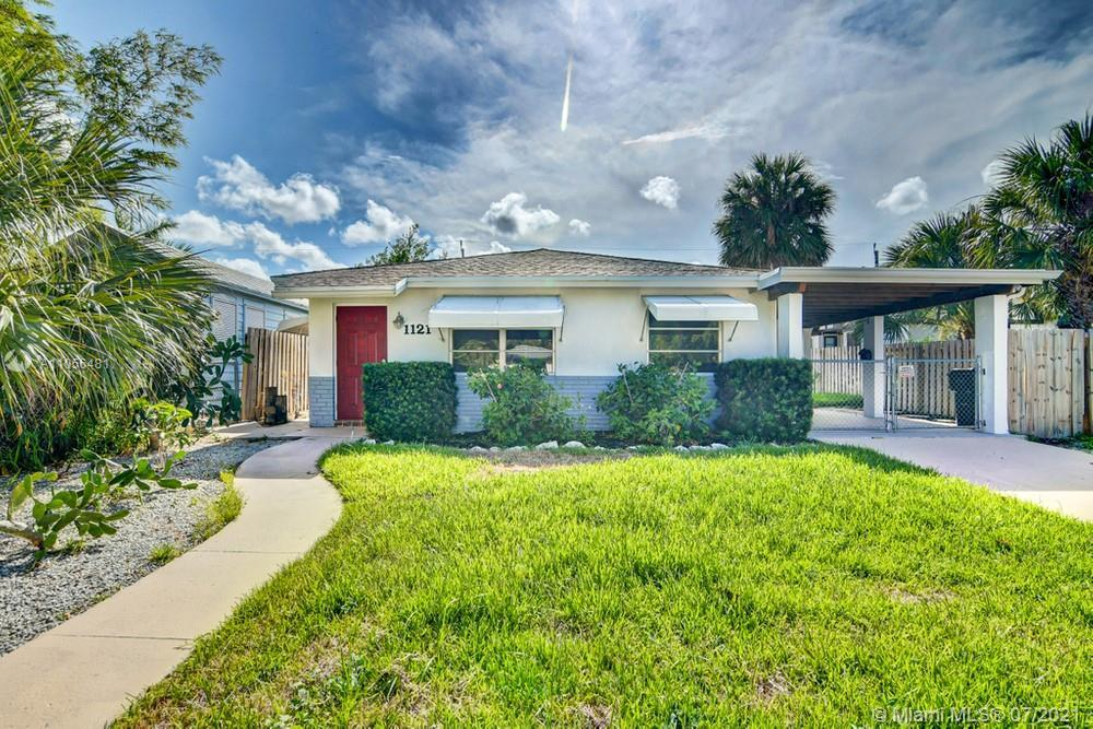Gorgeous 2 bedroom, 2 bathroom home with no HOA dues! This home features modern updates and spacious