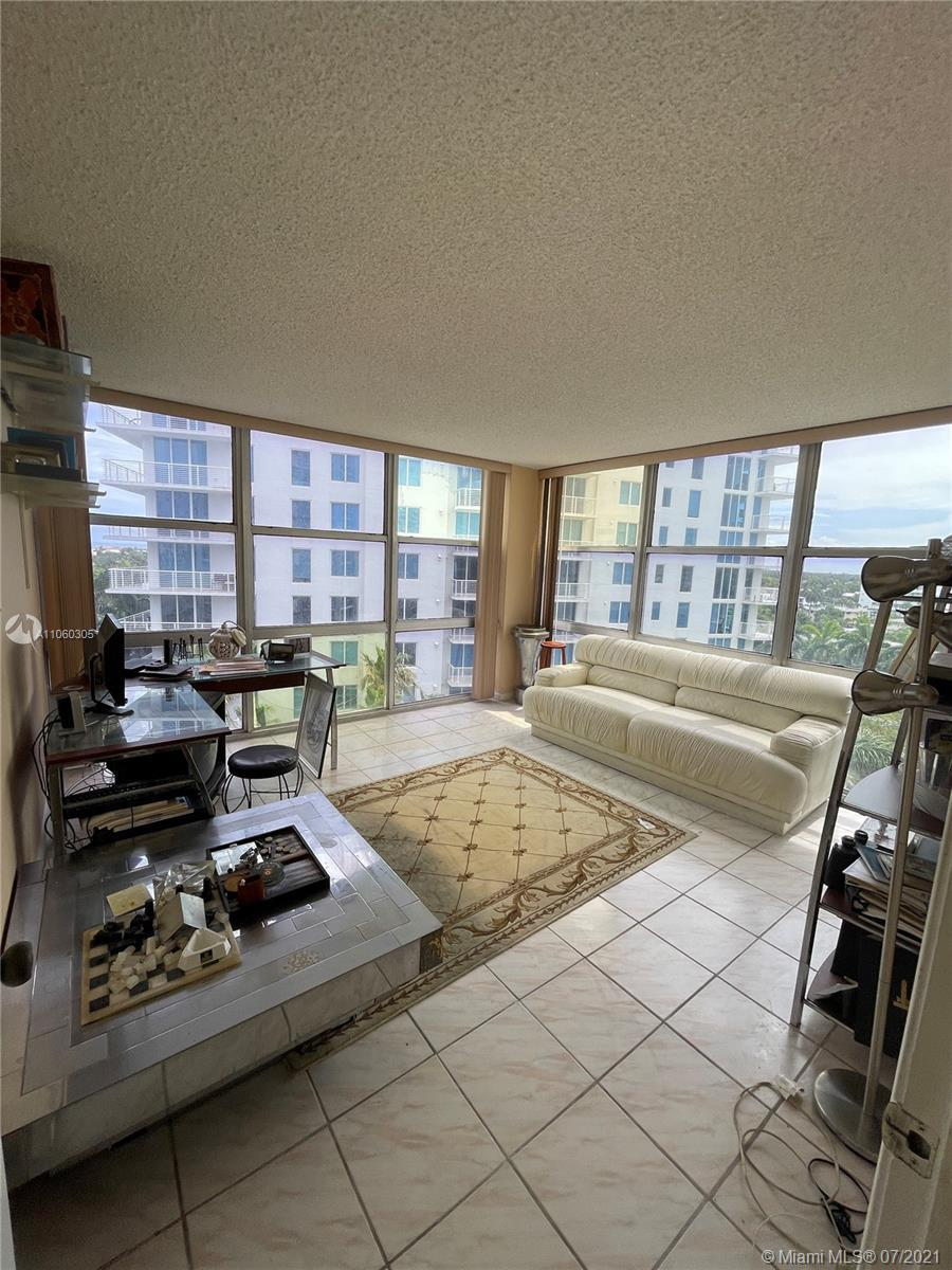A beach pad or your home.  Spacious, corner unit that's rarely available.  Sunrise, Sunset with Ocea