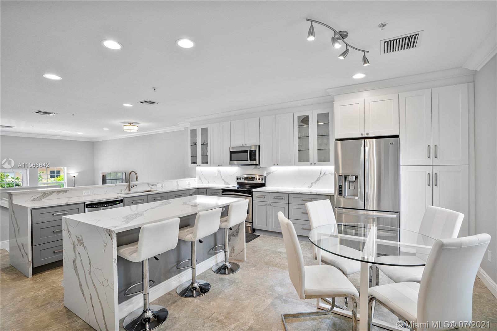 Beautifully Remodeled 4-Story Townhome In The Highest Point Of Wilton Manors W/Views Of Downtown For