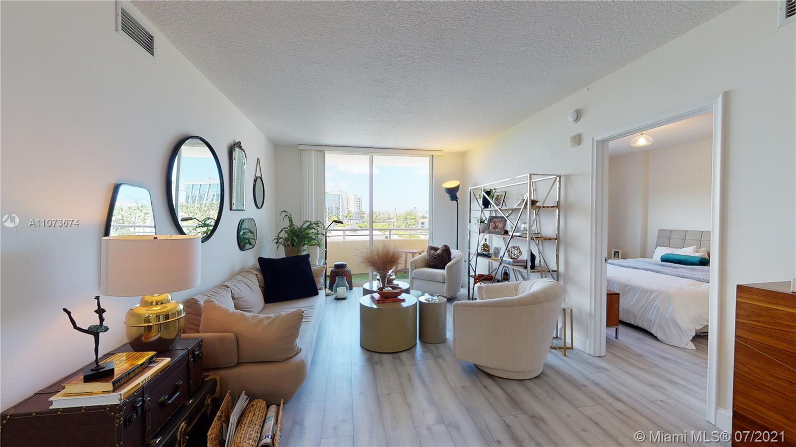 Gorgeous Apartment in The best location in Aventura! Beautiful  2 Bedrooms 2 Bathrooms Apartment | |