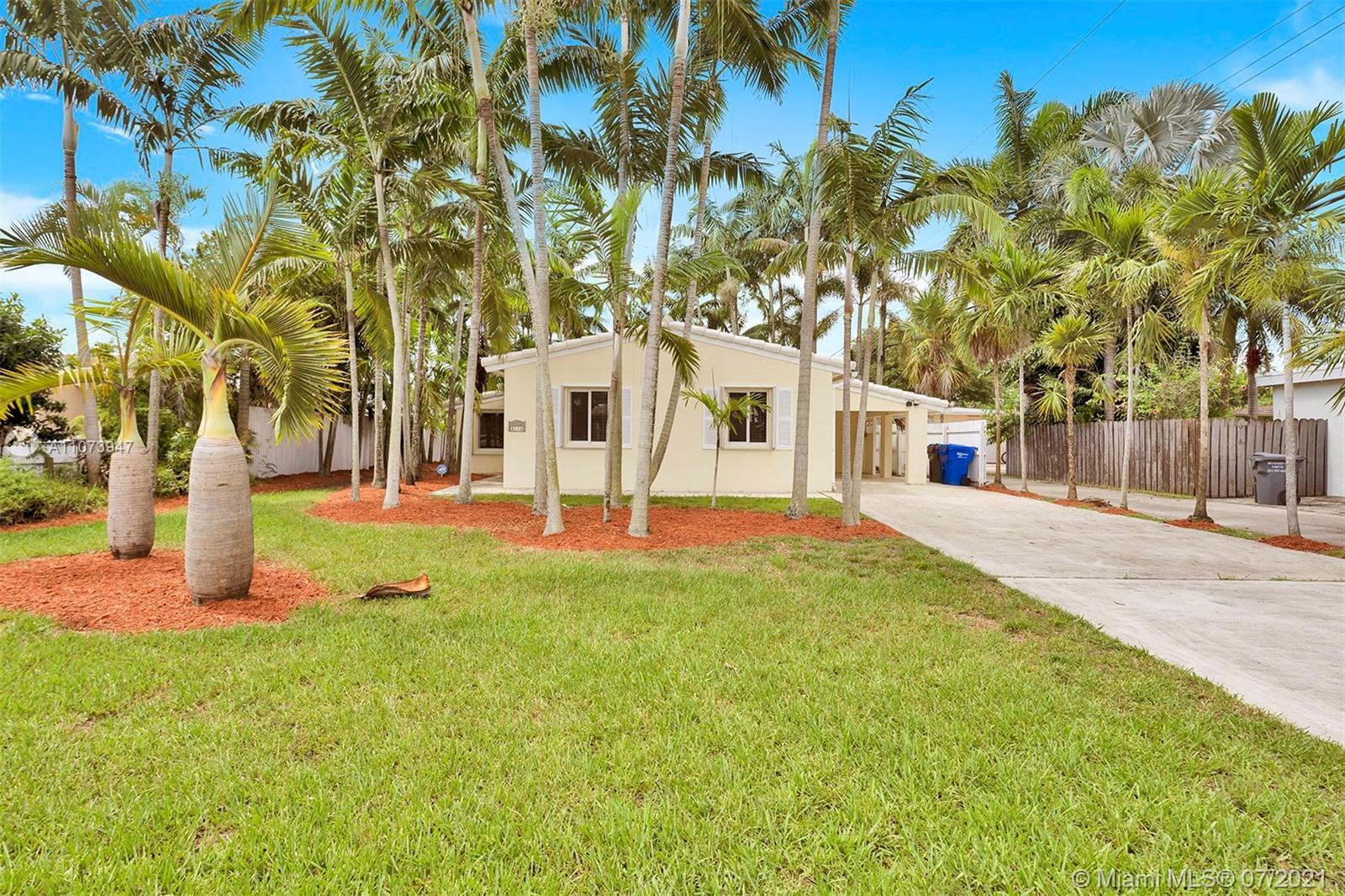 Amazing corner lot in a desirable Hollywood location.  2 Bedroom 1 bathroom home with a car port  wi