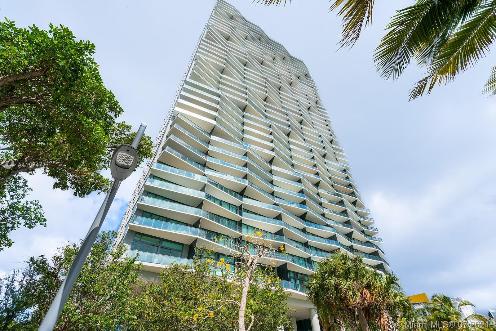 ICON BAY 4004, South East Lower Penthouse Corner, offering 5 Bedrooms + 4.5 baths + Family room, cov