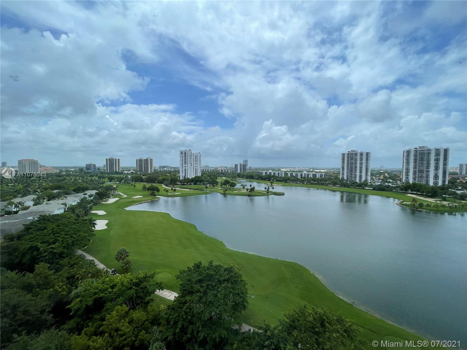 Breathtaking view on this Penthouse located within the world renowned Turnberry golf course in Avent