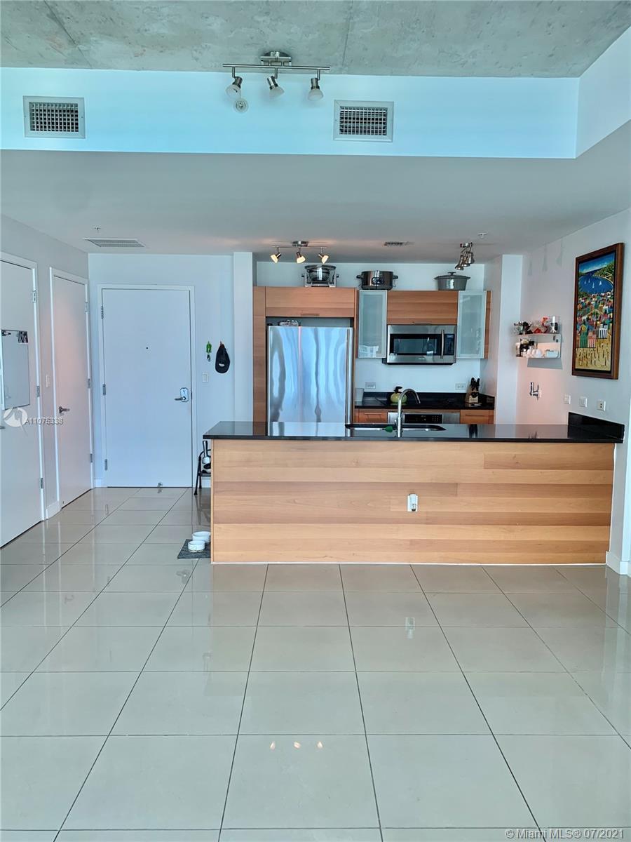 Amazing studio in the heart of Midtown Miami. Unit features quartz countertops, stainless steel appl