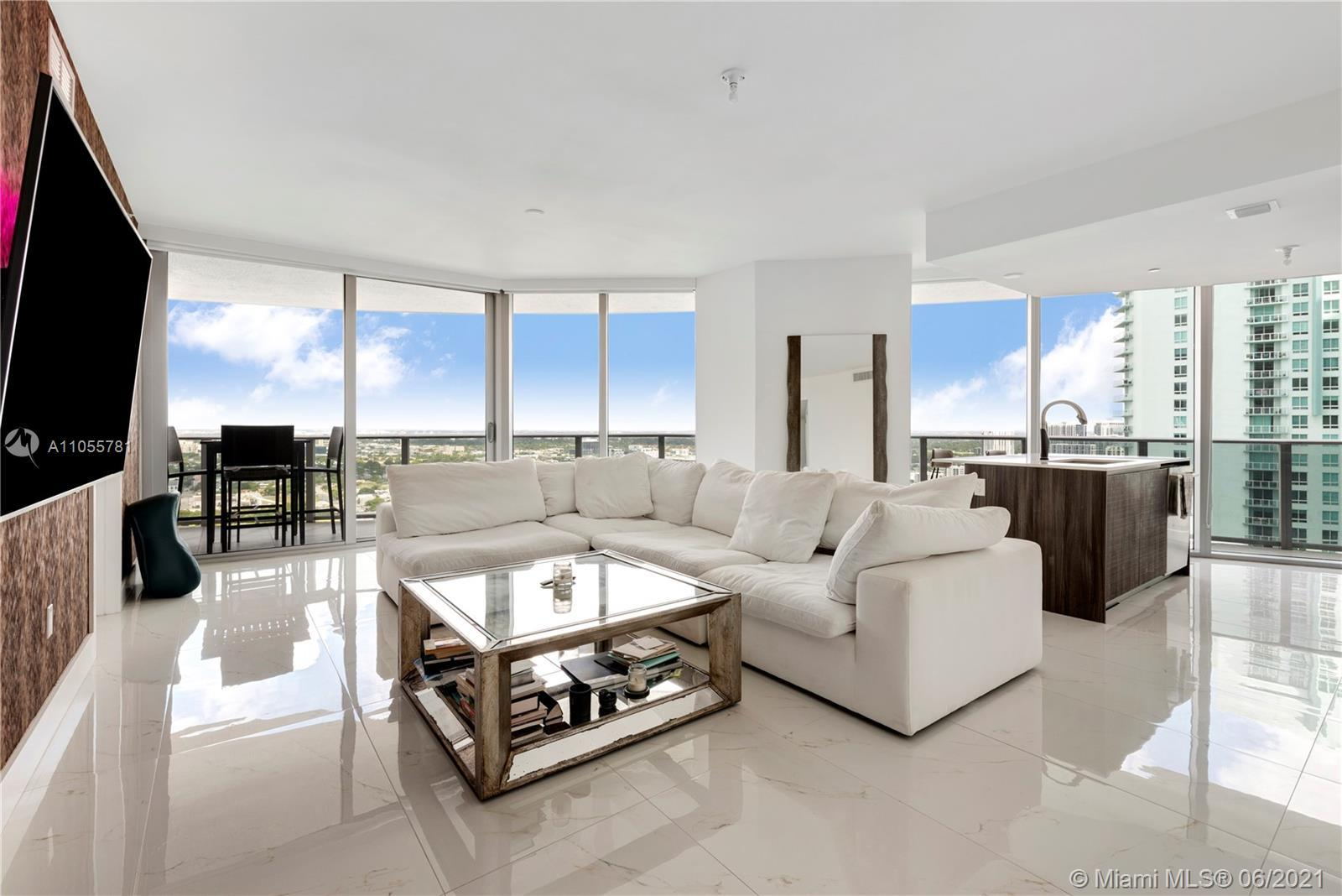 Desirable Bright and full of light, 01 line at ARIA ON THE BAY. This Spacious 2 bed and 2.5 bath uni
