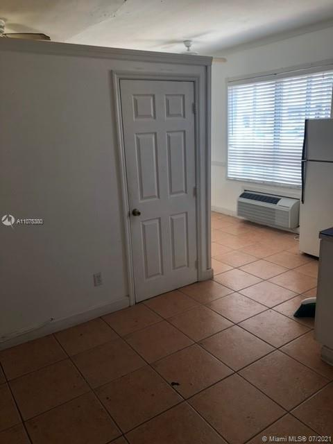 GREAT LOCATION, CLOSE TO EVERYWHERE. ONE STEP TO THE BEACH, CENTRALLY LOCATED. EASY TRANSPORTATION.