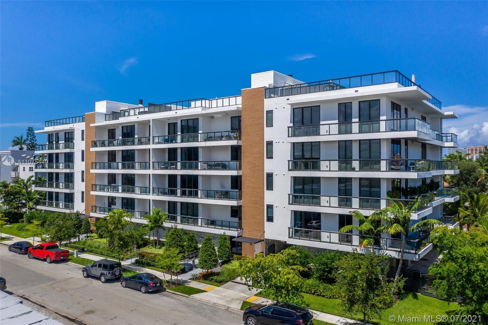 Absolutely gorgeous 3/2 ULTRA MODERN WATERFRONT CONDO W/ PRIVATE 35 FT BOAT DOCK in the heart of EAS
