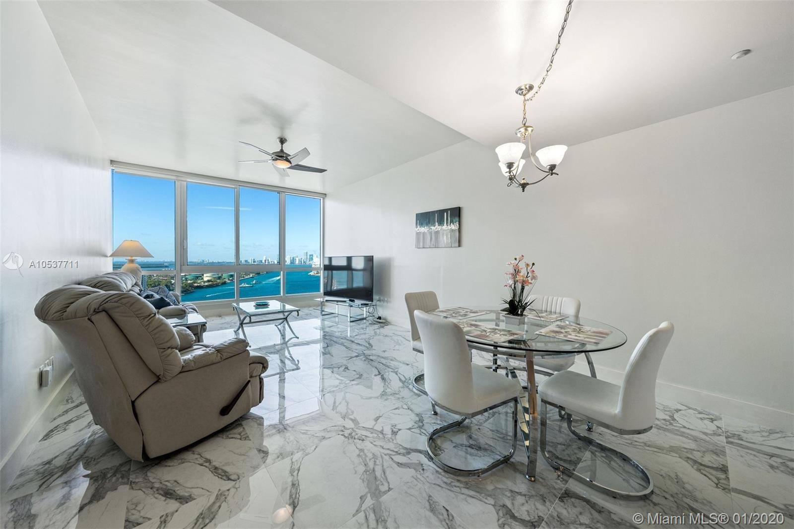 Largest 1 bedroom floor plan in the building. Offering spectacular views of Biscayne Bay, Downtown M