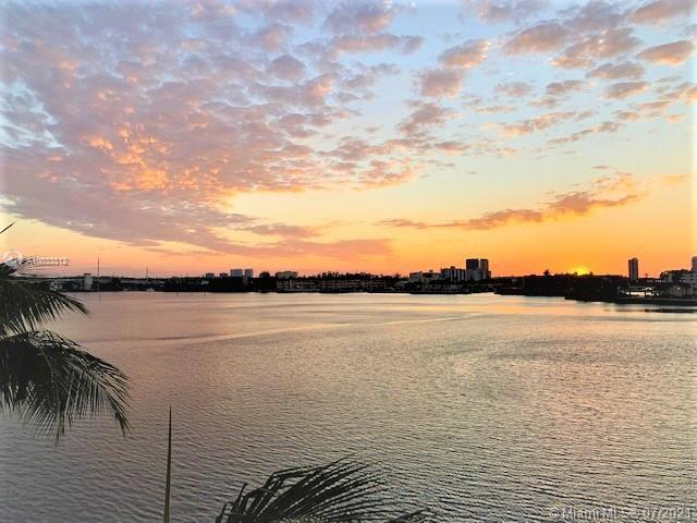 Exquisite high-end 3Bd/2Bths Furnished corner unit with breathtaking Waterviews from every window an