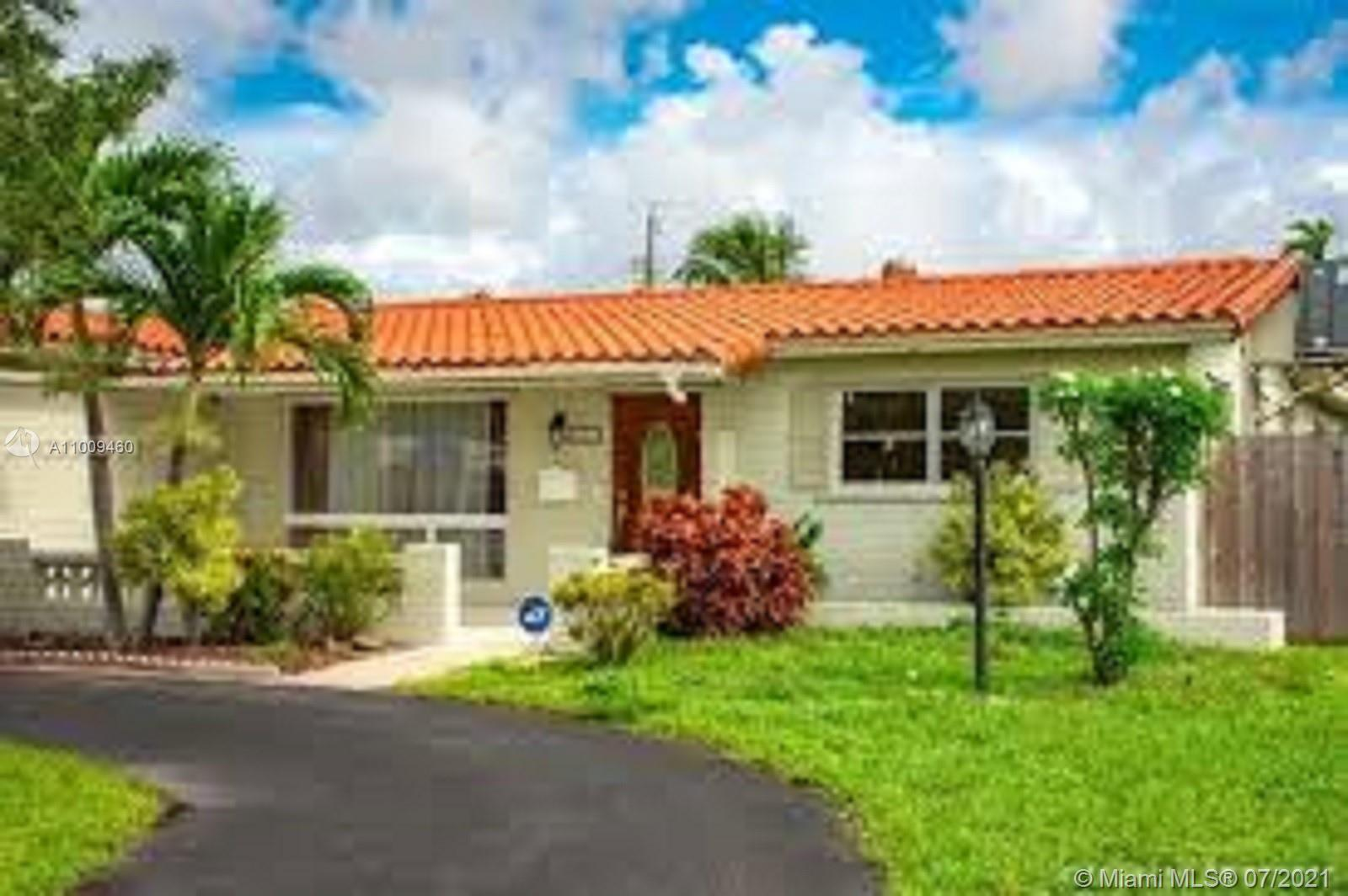 THIS IS 3 BEDROOMS 2 BATH BEAUTIFUL SINGLE FAMILY HOME IN THE HEART OF HOLLYWOOD HILLS.  THIS HOME F