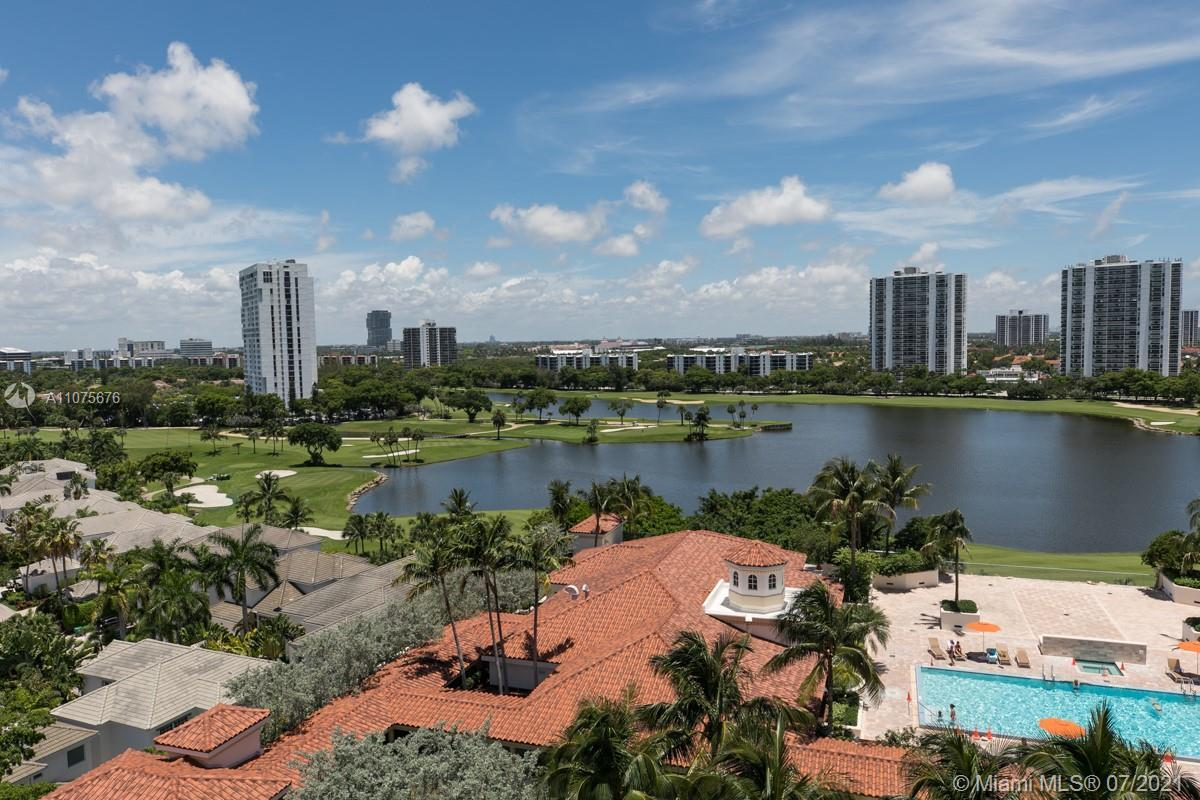 EXCELLENT APT IN TURNBERRY VILLAGE AVENTURA, 3 BEDROOMS, 3 FULL BATHS, EXCELLENT CONDITIONS, MARBLE