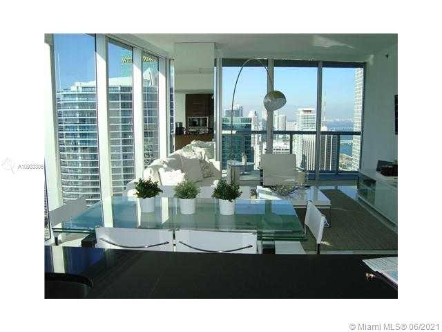 Spectacular corner unit with amazing view to the bay and Miami River. This large 2 bedroom/2 baths a