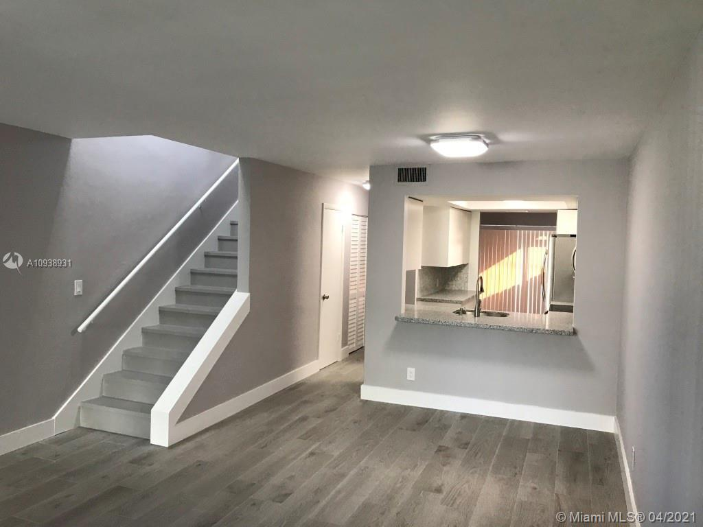 Gorgeous Townhouse with 2 Bedrooms, 2 and 1/2 Bathrooms, Dinning Area, Open concept Kitchen, pantry
