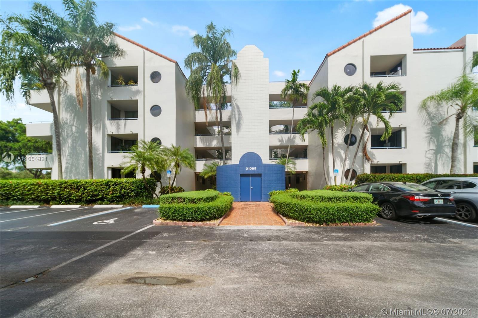 MUCH SOUGHT AFTER GARDEN CONDO IN SPINNAKER BAY AT THE WATERWAYS, AVENTURA...VERY WELL MAINTAINED WI
