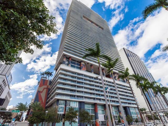 Beautifully remodeled larger studio in 50 Biscayne on 33rd floor with distinct dining area, living a