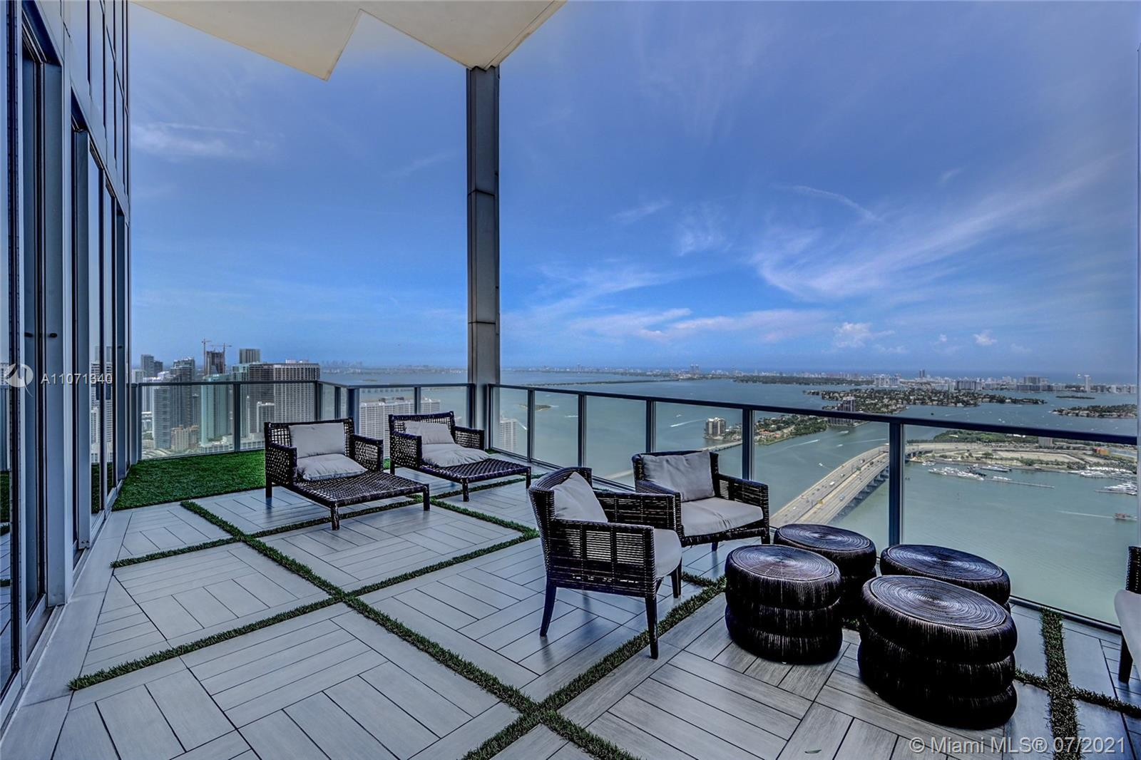 Espectacular and absolutely one-of-a-kind residence in Downtown Miami's best neighborhood. In this o