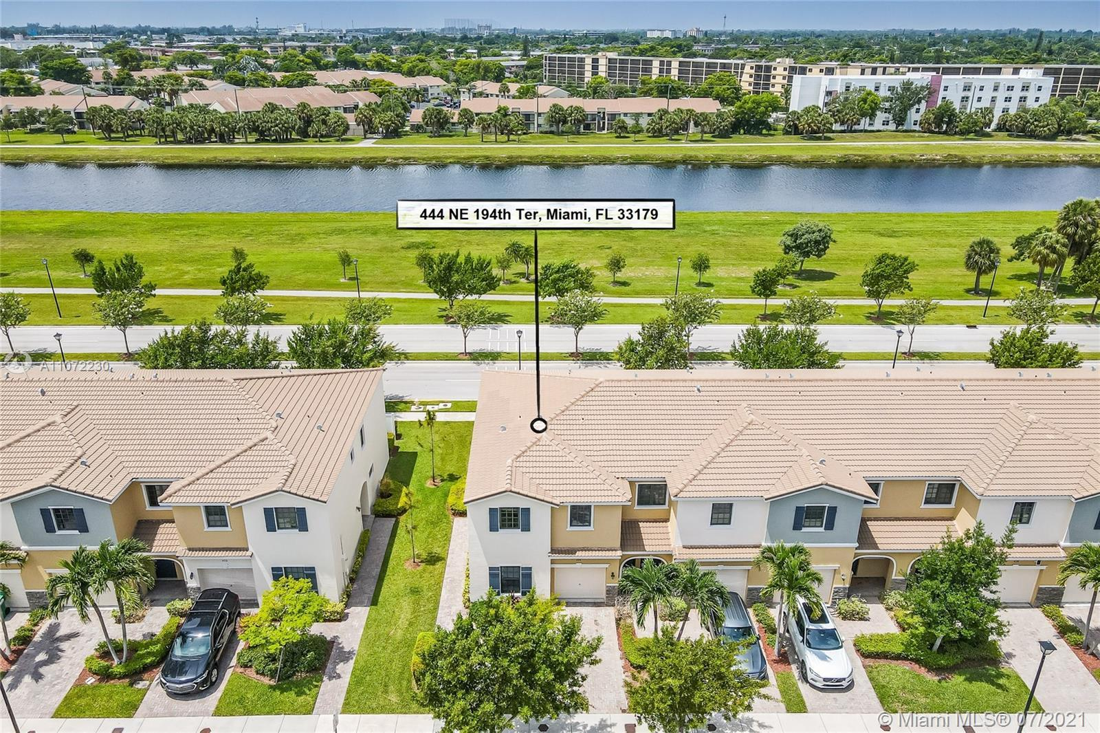 Townhouse in Aventura Isle community. This 2-story home has 4 Bedrooms, 3 Baths. The first floor is