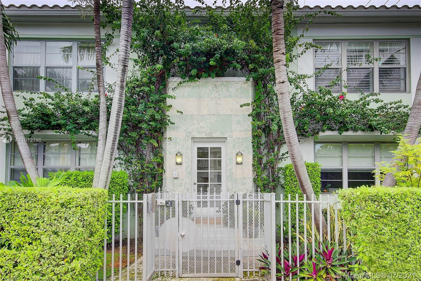 The perfect combination of vintage Deco style & modern living. This spacious 1/1 in a pristine 4 uni