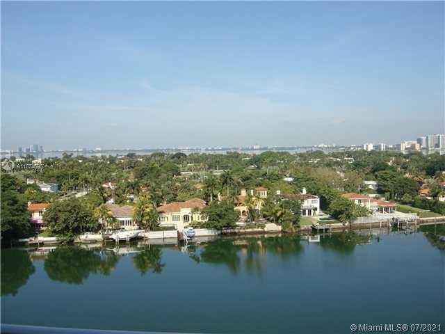 Breathtaking views from all rooms. Spacious living dining overlooking the intercostal, downtown Miam