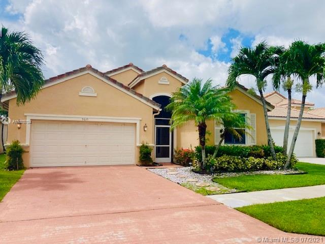 Welcome to Verona Lakes community. The beautiful renovated 3 bedroom, 2 bathroom home features upgra