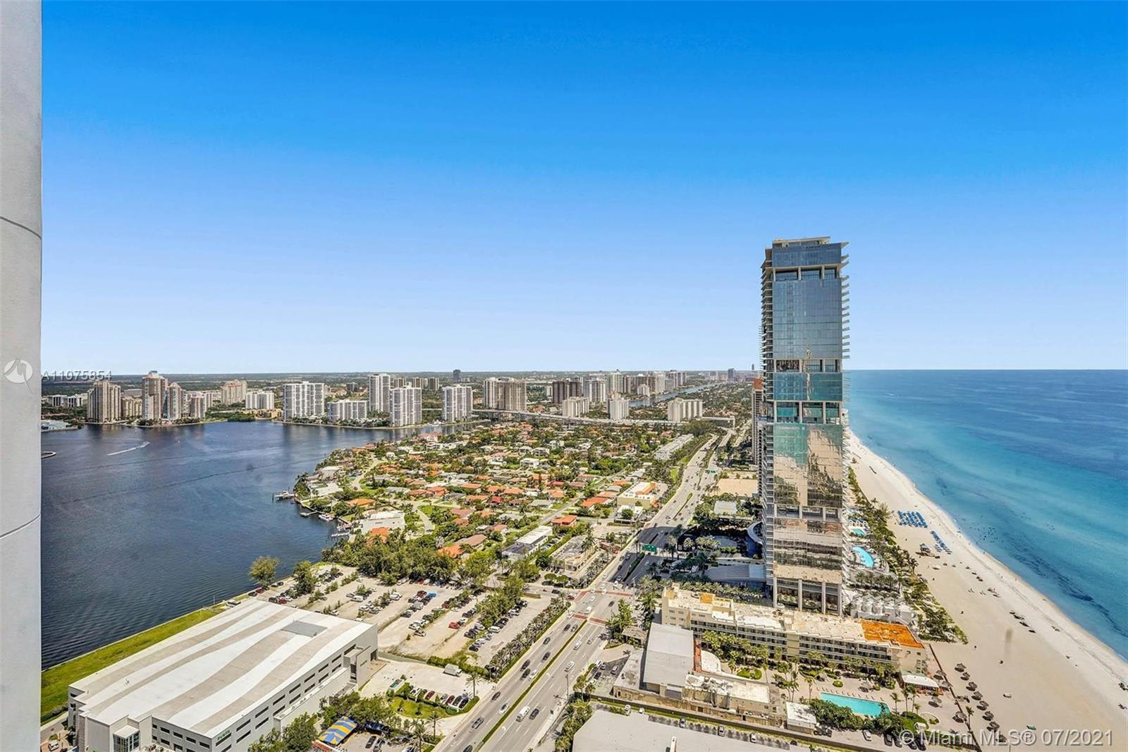 LUXURIOUS  2 BDR 2.5 BATH PENTHOUSE IN TRUMP ROYALE. EXPANSIVE & UNOBSTRUCTED DIRECT OCEAN, INTRACOA