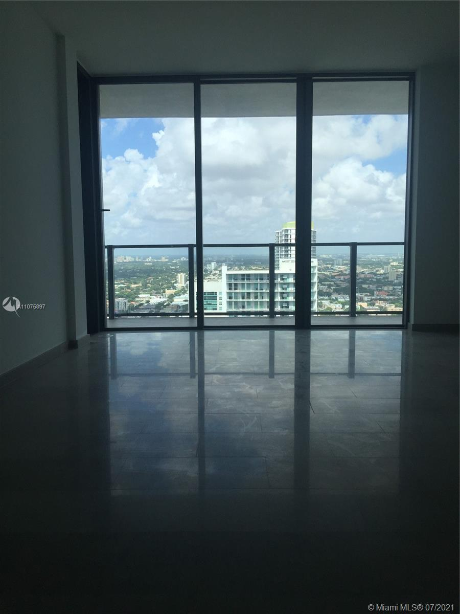 Beautiful 1/1.5 apartment facing East on the 34th floor. Modern kitchen and bathrooms, wine bottle s