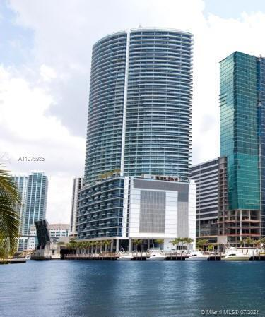 Amazing unit for sale at Epic residences Miami. One bedroom, 1.5 bathrooms, huge terrace. Five stars