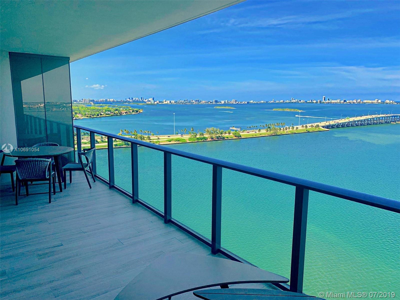 One Paraiso spacious 3 bedrooms / 3 bathrooms + den unit with stunning bay views. Great open layout