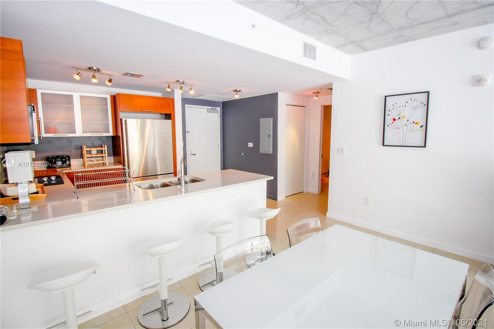 Amazing unit at Midblock condo. short term/airbnb ok. Direct access to amenities from private terrac