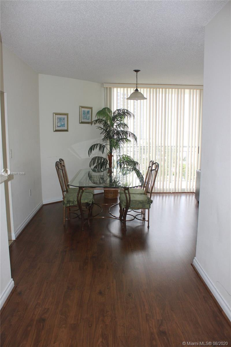 Fully furnished with magnificent corner north-east ocean view over the Samson Park. 2 bedroom+Studio