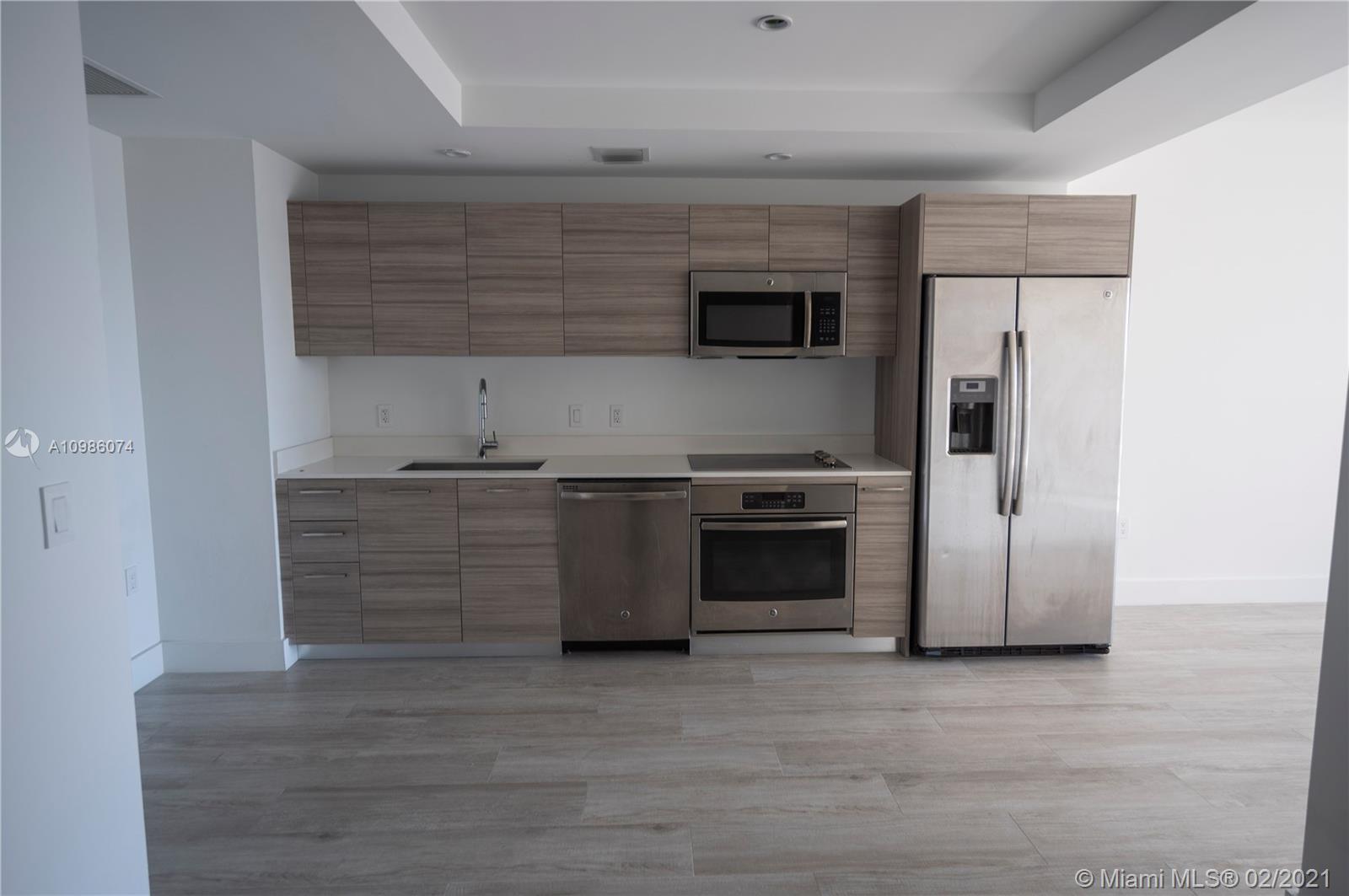 1 bedroom plus den with open floor plan in an unbeatable location in the heart of Midtown. Perfect l