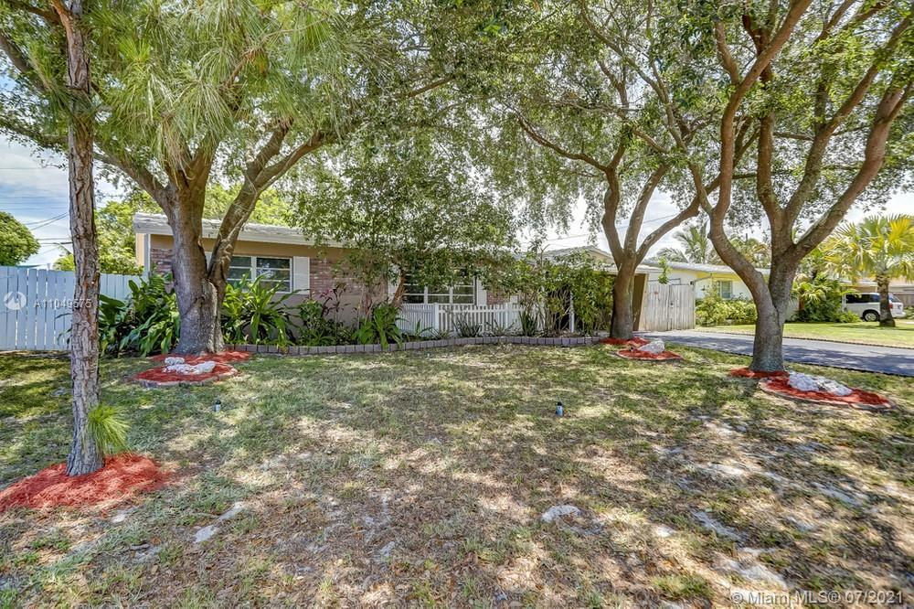 Beautiful 2 bedroom, 2 bathroom in the heart of Ft. Lauderdale with no HOA! This home features an op