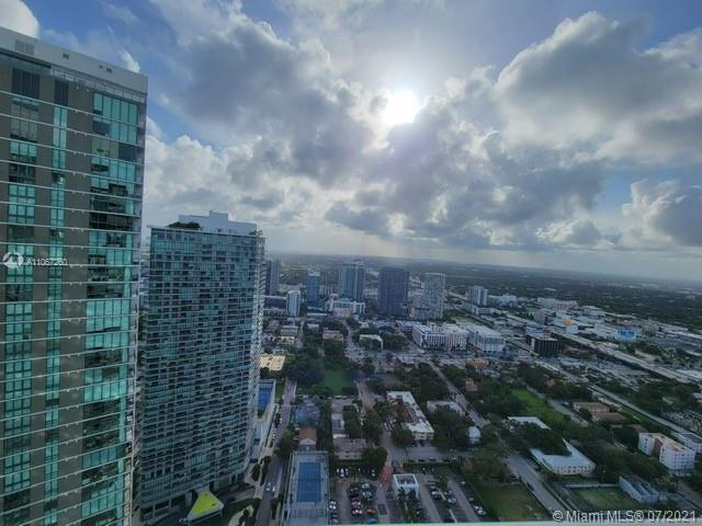 SPECTACULAR ONE PARAISO!!! is an luxury building,private elevators. Perfect 3 bedroom and 3 and Hal