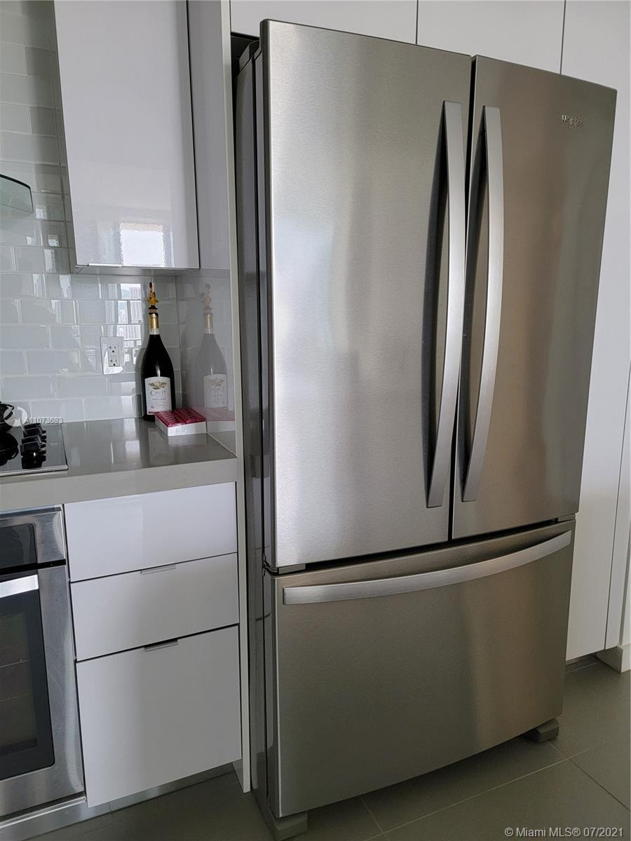 The best location in Miami. Amazing brand new unit with water and city views. Floor to celling windo