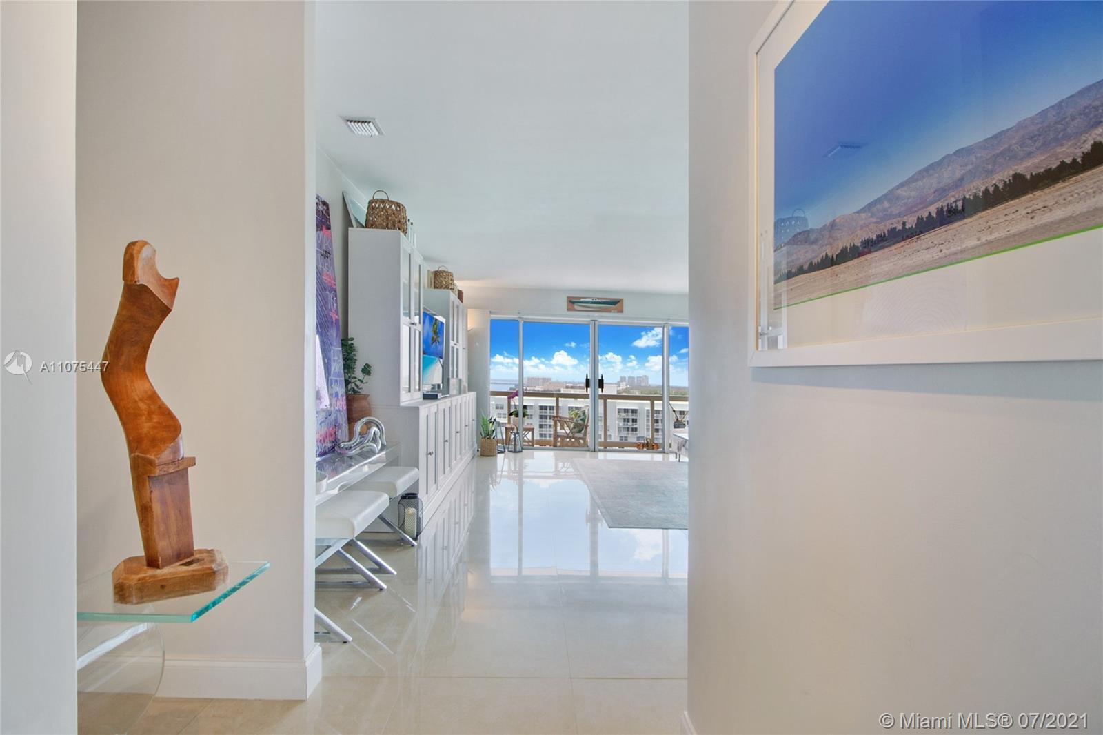 Step into this charming and bright 2 bedroom/2 bathroom unit with 1,188 sq ft at Brickell Townhouse.