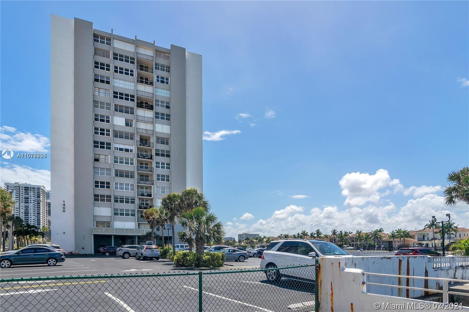 Very nice 2 bed 2 baths apartment with ocean view. Corner Unit. Has view of the ocean from living ro