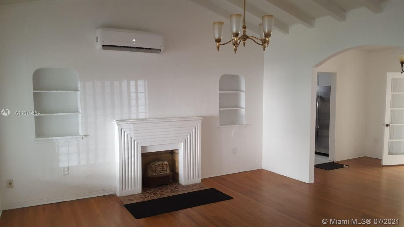 BEAUTIFUL SINGLE HOUSE ,3 BED ,2 BATHS ,ONE CAR GARAGE,GREAT OPORTUNITY TO OWN THIS PLACE,   HUGE F