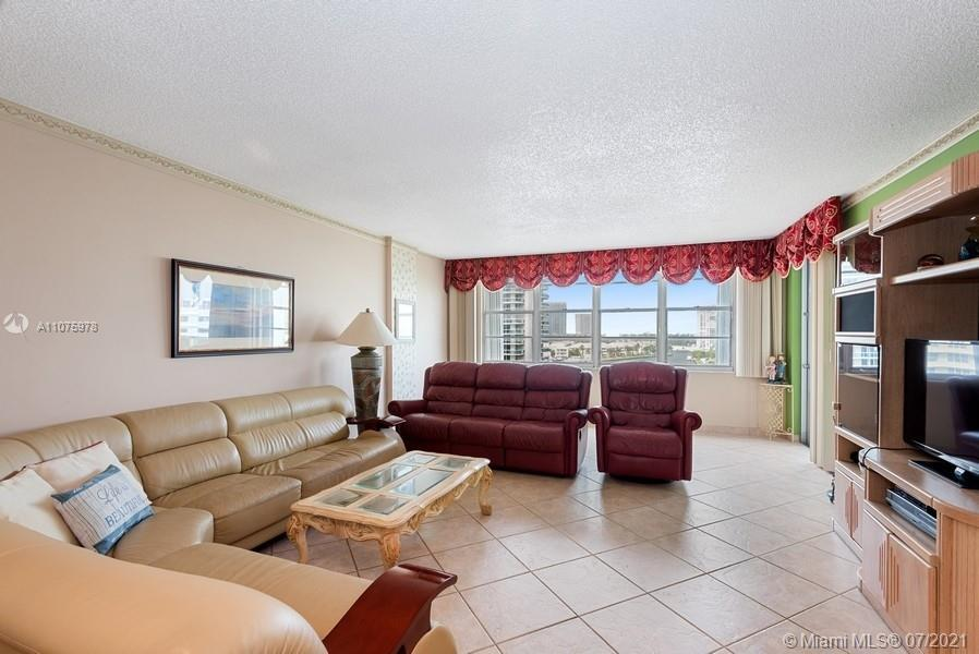 2/2 Bath Condo with the Furniture on the Beachfront next to Weston Diplomat Hotel. Close to  Gulfstr